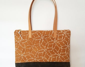 Organic Zippered Shoulder Bag with Mitsuba Pattern in Cutch