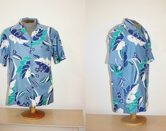 1980s Men's Hawaiian Shirt Hilo Hattie's Size Large Cotton Vintage Retro 80's Blue White Aqua Leaves Floral Hawaii Lua Beach Surfer Aloha