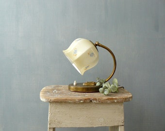 Vintage bedside lamp. 1940s lamp with glass lampshade and brass neck