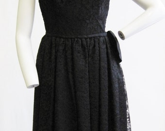 """1950-60s Black Lace Cocktail Dress with Satin Bow 27"""" Waist"""