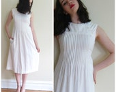 Vintage 1970s 1980s White Cotton Sleeveless Dress Pintucked / 70 80s Summer White Dress with Buttons / Small