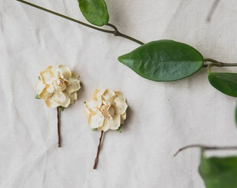 creamy yellow flower hair pin // set of two / bridesmaid hair accessory, flower bobby pins, floral hair clip summer woodland garden