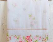 Vintage Queen Flat Sheet / Pink Rose Floral / Vintage Linens