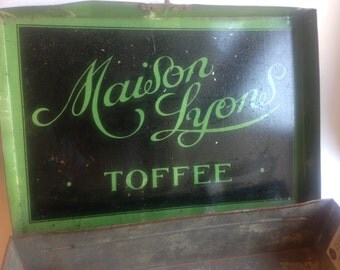 antique Maison Lyon toffee tin