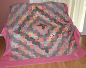 VINTAGE QUILT AQS Appraised  Log Cabin, Barn Raising setting   80 x 80 inches Circa 1930 Predominate colors Pink and Black