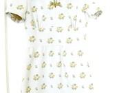 Vintage 1960s Mod Mini Dress // Scooter Dress // Shift Dress // Mini // Retro // White with Flowers // S-M