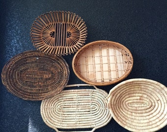 vintage set of 5 oval woven wall hanging straw wicker baskets / rattan / trivets / fiber art