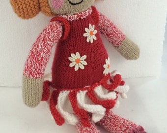 Daisy: Knitted flower doll