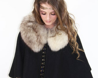 Cape Vintage 70s Silver PLUSHED FOX Collar Wool Cloak Cape // Vintage by TatiTati Style on Etsy