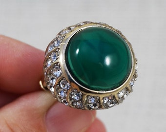 Kenneth Lane KJL Green Cabochon and Rhinestone Gold Tone Cocktail Ring