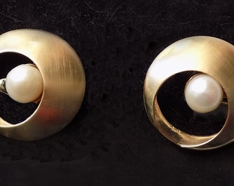 Atomic textured cuff links set with costume pearls / James Bond /