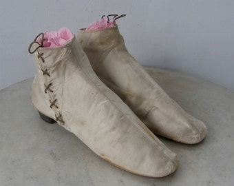 AMERICAN FEDERAL WOMAN'S Slippers Satin Silk Evening Boots Tapered Toe Original Leather Soles J. Miles & Son Phila 1750-1780 Museum Quality!