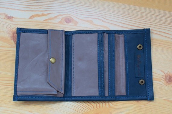 Wallet leather, wallet, leather wallet, leather purse. Blue and grey, for men or women. Multi pocket. Closes with snap.