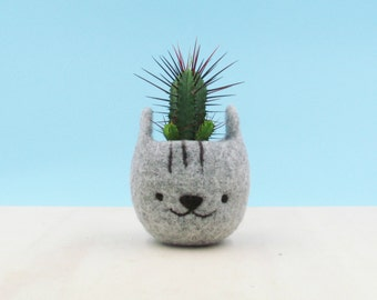 Felt succulent planter / Neko Atsume special edition / Grey cat vase / Cat head planter / Kawaii kitty gift / gift for her