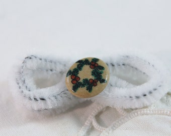 Christmas Wreath on Clay Tie Tack / Pin