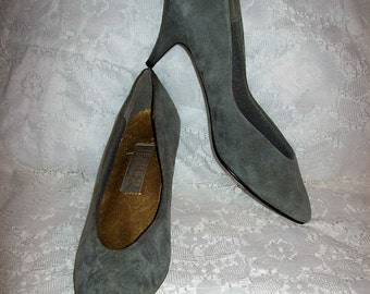 Vintage Ladies Gray Suede Leather Pumps by Leather Collection Size 8 Only 8 USD