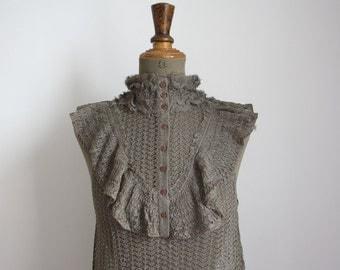 GOLDEN Vintage top // Ruffled blouse