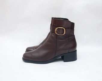 Vintage brown leather ankle chunky heel 90s boots / women / shoes / booties / golden buckle /