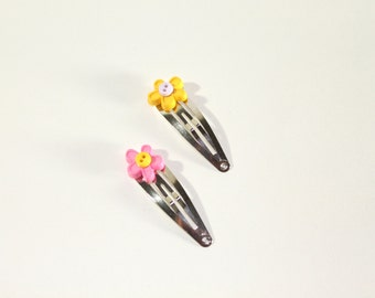 Button hair clips set of two, flower shape hair accessories, in yellow and pink, daisy hair pins, flower hair clips