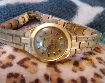 Waltham Wind-Up Incabloc ( Mechanical ) 17 Jewel Ladies  Gold Plated Watch