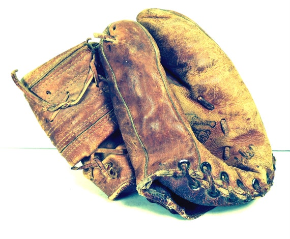 Vintage Baseball Mitt 61