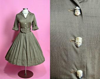 """ALFRED SHAHEEN 1950's Vintage Light Brown Cotton Full Skirt Shirtwaist Dress with Novelty Buttons Hawaiian Casual Day Dress 27"""" Waist Small"""