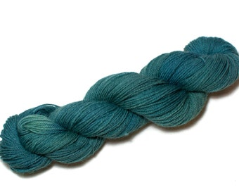 Damselfly – Hand Dyed, Pure Kent Romney Wool Yarn – Teal, Green/Blue DK Weight – Variegated hand dyed yarn, double knitting (100g)