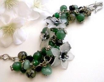 Green Flower bracelet Chunky Charm bracelet Summer flower bracelet cha cha bracelet Green stoone bracelet green agate bracelet