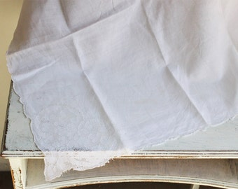 CLEARANCE: Vintage 1950s White Tablecloth / Square Tablecloth / Hearts / Fine Linens / Table Linen / Tablecloth
