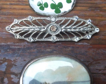 lot of three vintage brooches