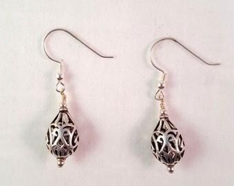 Silver filigree teardrop earring