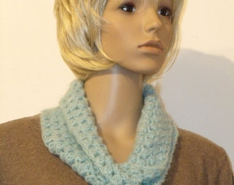 Crochet Möbiusschal light blue fleece yarn