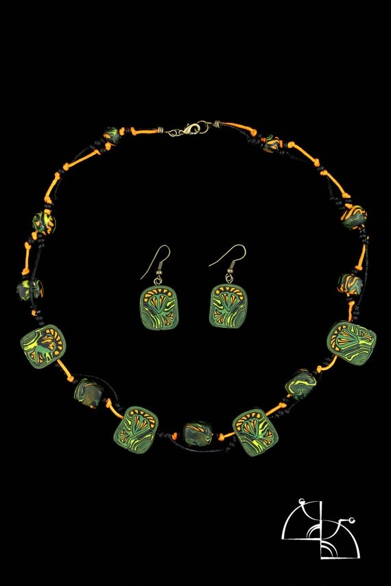 Tropics. Set of jewelry earrings and necklace