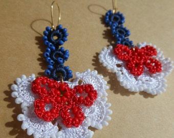 Beaded crochet earrings, WHITE RED BLUE crochet earrings, enotia, 4th of July earrings, america jewelry, flower butterfly earrings