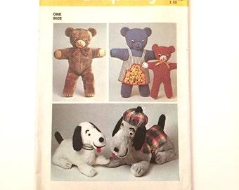 Teddy Bear & Dog Plush Patterns, 1973 Vintage Simplicity 6062, Variety of Stuffed Animals, Teddy Bears and Dogs, Snoopy Beagle Doll Animal