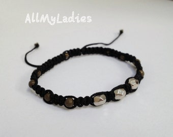 Bracelet with 3 grey pearls and 8 bronzes beads, black color
