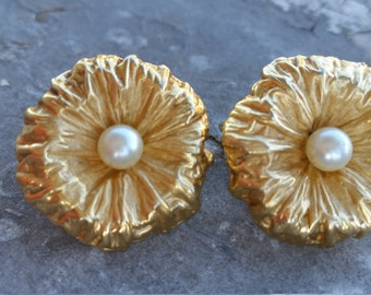 Vintage Napier Earrings. Big Flower and Pearl. Clips