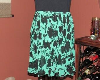 Green Knee Length Floral Skirt - Size Medium