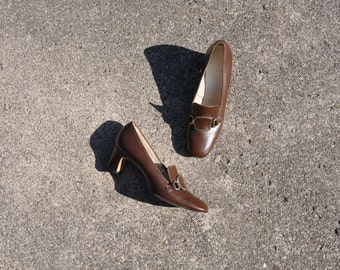 60s chocolate brown pumps / 1960s brass buckle heels / vintage mod shoes 6.5