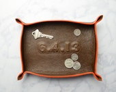 custom anniversary / wedding date leather tray / catch all / mens / dresser organizer / valet tray / personalized mens gift / jewelry bowl