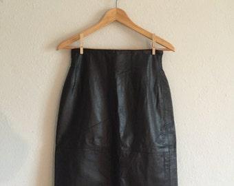 90s High Waisted Working Girl Curve Hugging Vintage Midi Leather Minimalist Pencil Skirt