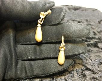 1940's Golden Pearl Tear Drop Screwback Earrings, Vintage 1950's Screw Back Pearl Ear Rings, Old Hollywood Jewelry,  Vintage Pearl Earrings