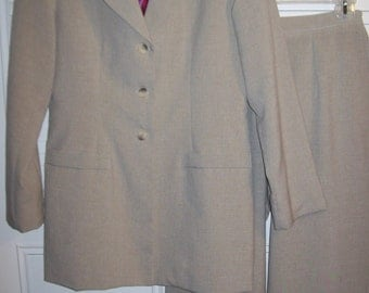 Vintage J G Hook Spring Light-Weight Understated  Beautiful Pantsuit Size 6