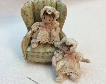Handmade little dolls in valencienne.