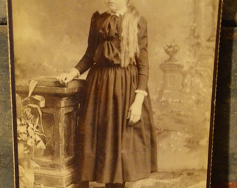 Antique Vintage Victorian Cabinet Card Photo of young girl