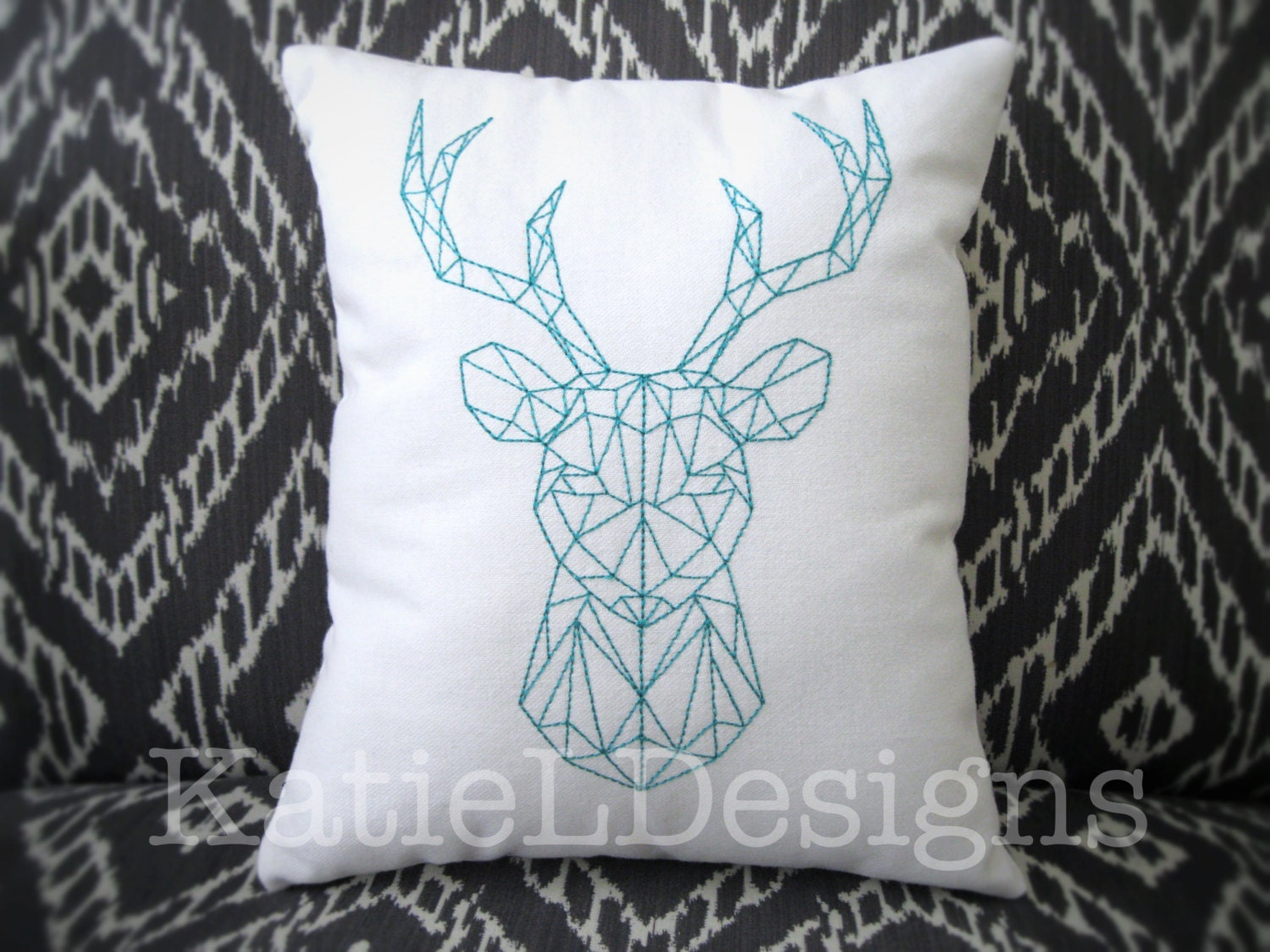 Redwork geometric stag machine embroidery design pattern