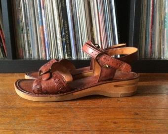 Vintage Womens KINNEY Brazilian Woven Leather Stacked Heel Sandals Flats SHOES Size 6 Boho Mod Hippie