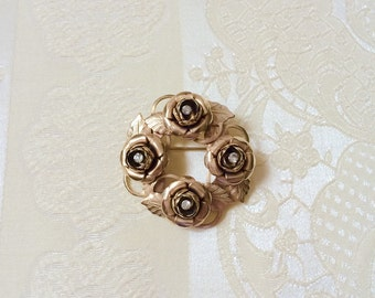 1940s - 1950s Golden Rosebloom Wreath Brooch with Rhinestone Accents