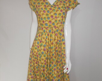 Vintage 50s cotton dress yellow floral with sweetheart collar neckline size medium large