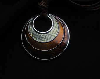 Retro Pendant Necklace